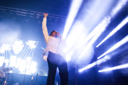 Voller Einsatz - Fotos: The Hives live beim Happiness Festival 2014