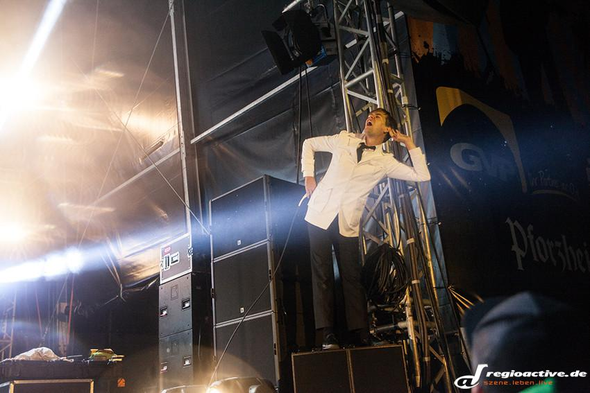 The Hives (live beim Happiness Festival 2014)
